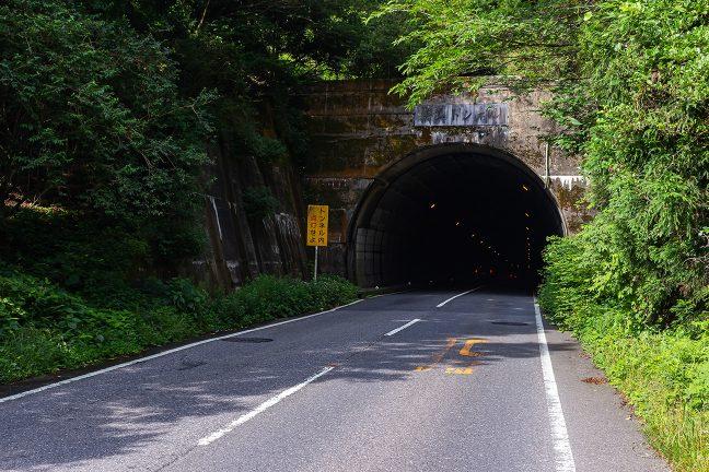 初瀬街道は青山峠の直下を青山トンネルで越えている