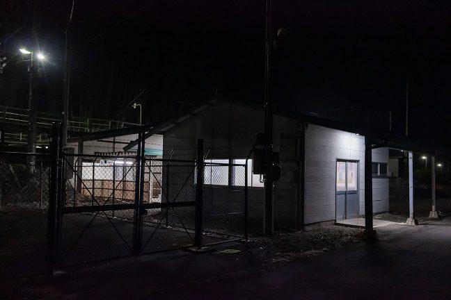 津軽湯の沢駅舎と構内通路