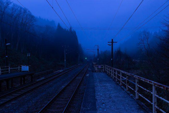 矢立峠は、まだ、深い霧の中