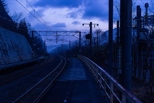 朝霧に煙る、碇ヶ関への下り道