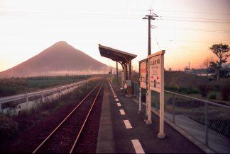 JR指宿枕崎線・西大山駅(鹿児島県:1997年12月)