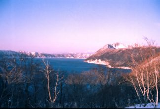 摩周湖外輪山から望む摩周湖とカムイヌプリ(北海道:1998年2月)