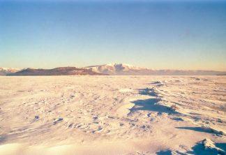 屈斜路湖の御神渡りと中島・藻琴山(北海道:1998年2月)