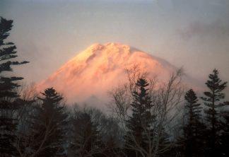 知床横断道路から望む羅臼岳(北海道:1998年2月)