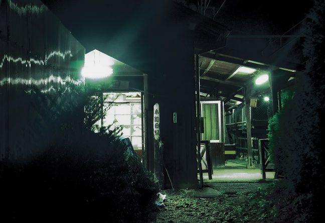 古い木造駅舎が残る小和田駅