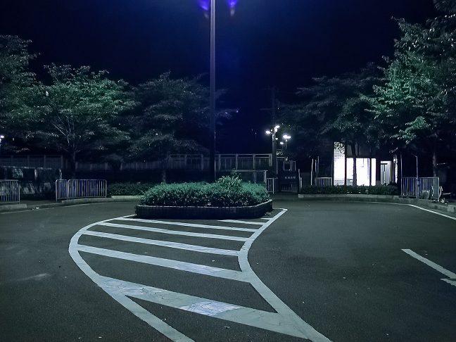 夜の保津峡駅前には人の姿は見られない