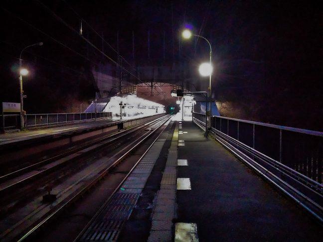 武田尾駅のトンネル外は橋上駅となっている