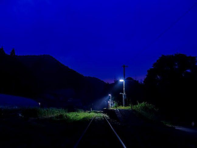 暮れなずむ内名駅の姿に独り見惚れる