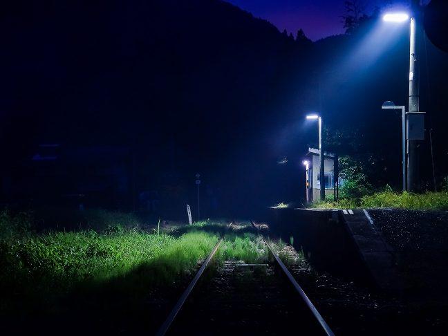 静寂の音さえ聞こえてきそうな内名駅の暮景