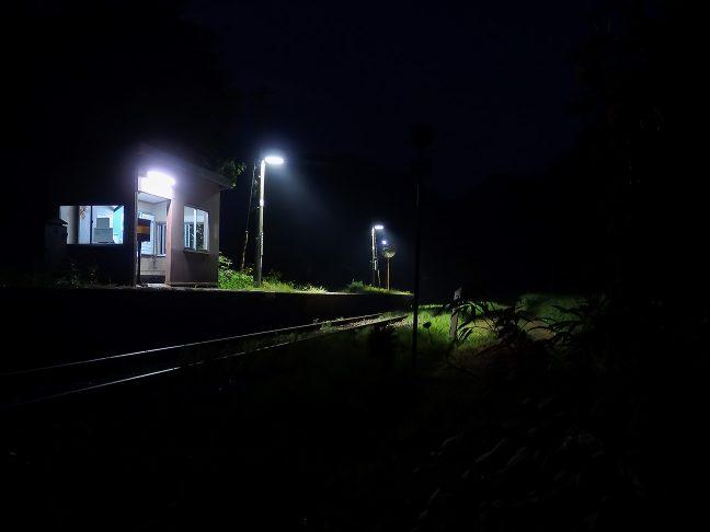明かりの灯る旅情駅は、どことなく、ホッとする雰囲気