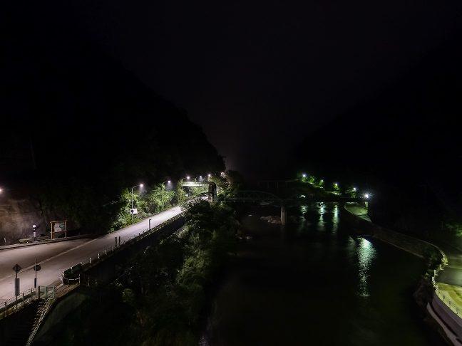 橋上駅のホームからは眼下に武庫川を見下ろすことができる