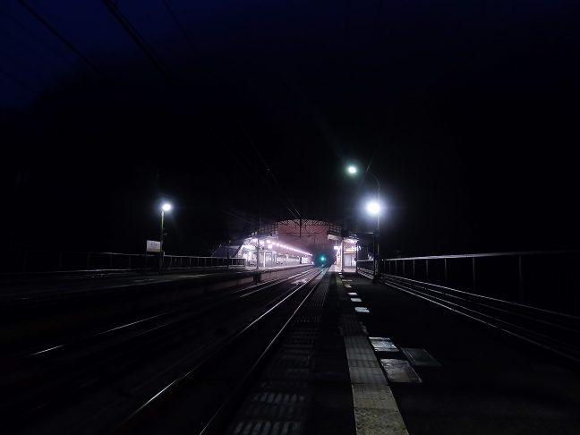 明け方の武田尾駅に始発列車を待つ人影は見られない
