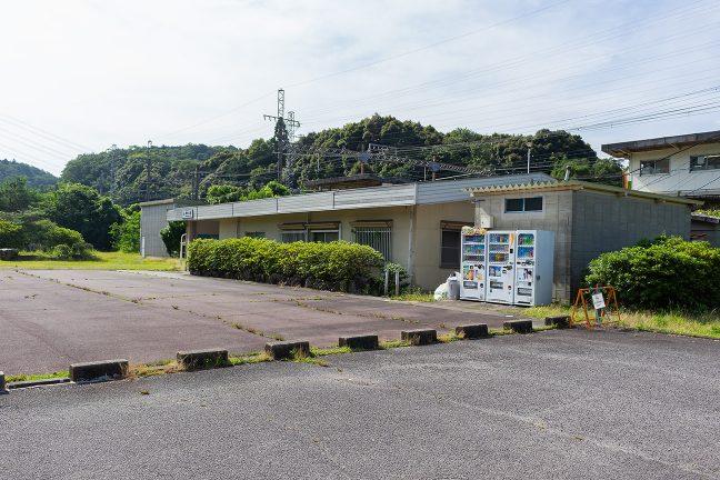 青山峠を下って東青山駅に到着