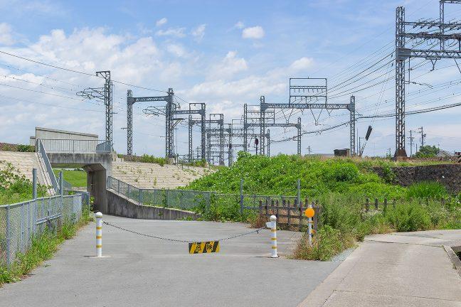 デルタの中から、短絡線と名古屋線の合流方向を眺める