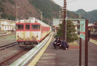 JR高山本線・飛騨金山駅(岐阜県:1998年4月)