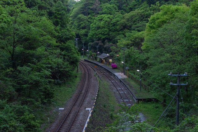 こんな谷間の駅付近にも、かつては、人が住んでいた