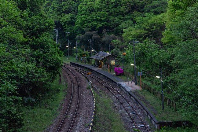 開業当時の面影を色濃く残した旅情駅・坪尻の暮景