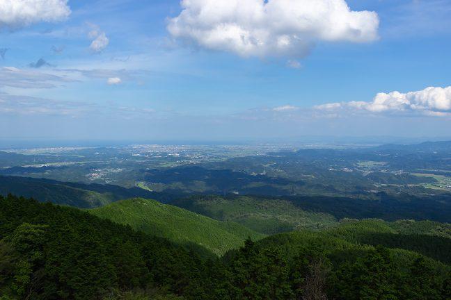青山高原から伊勢平野の松阪方面を遠望する