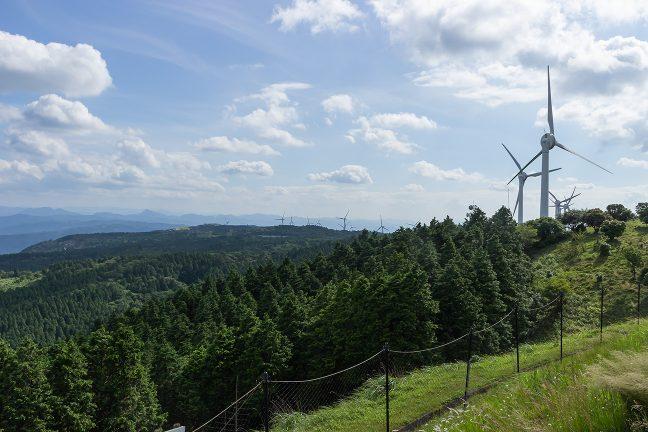青山高原の稜線を風車群を眺めながらライディング