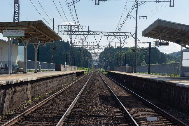 緩やかな起伏を越えていく青山町駅方面
