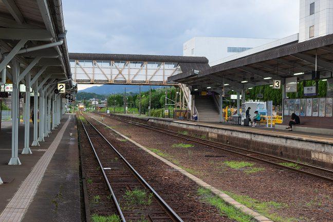 広い構内にかつての栄華が偲ばれる伊賀上野駅