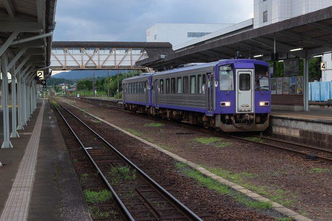亀山行きの関西本線下り列車を見送る