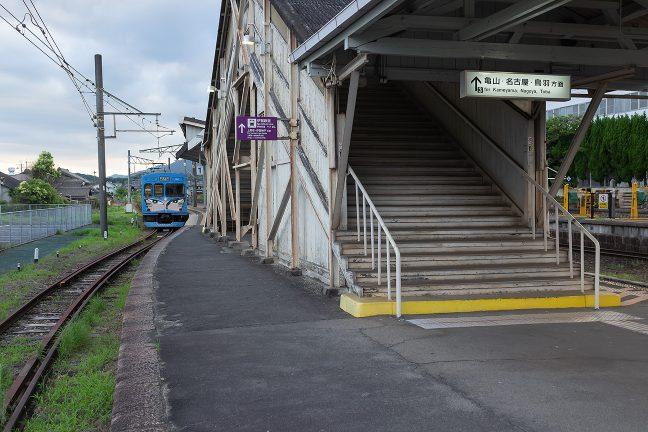 伊賀鉄道のホームは、伊賀上野駅1番線となっている