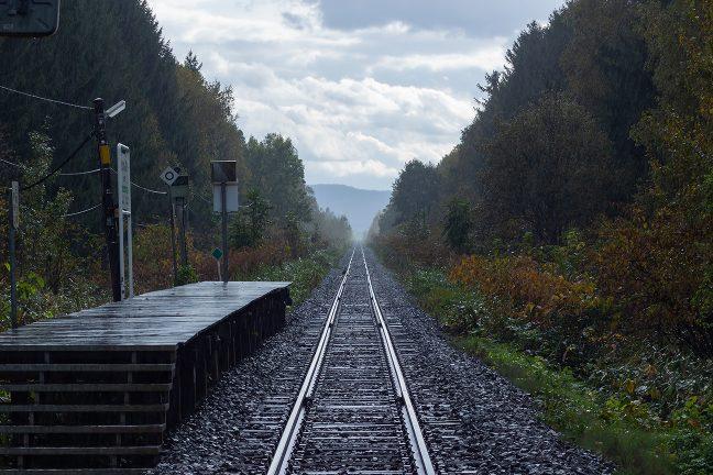 名寄盆地をまっすぐに貫く宗谷本線の深川林地に忘れられたように佇む北剣淵駅