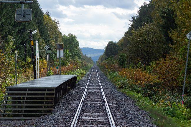 到着時の雨も上がり、雲の切れ間が見え始めた北剣淵駅