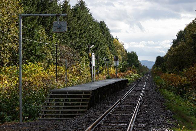 北の大地の無人駅という風情に溢れた北剣淵駅の情景