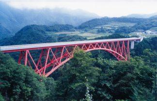 JR木次線・出雲坂根~三井野原間(島根県:2000年8月)