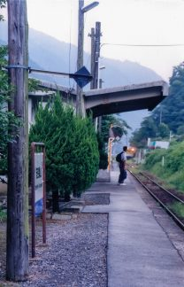 JR可部線・安芸亀山駅(広島県:2000年8月)