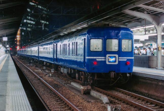 JR東海道本線・大阪駅・寝台急行「銀河」(大阪府:2001年8月)