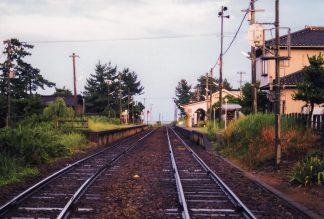 JR氷見線・雨晴駅(富山県:2001年8月)
