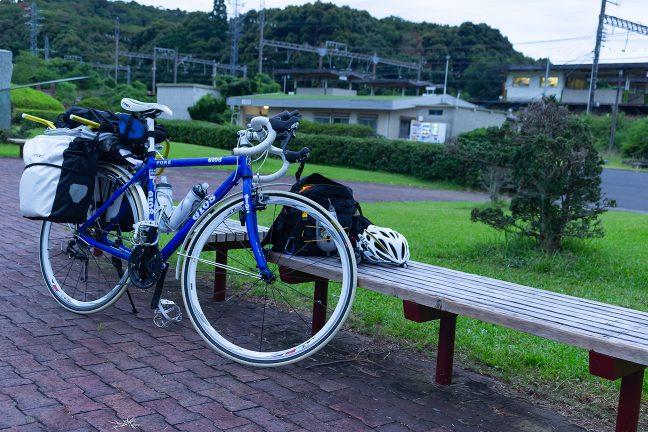 5時に駅舎のシャッターが開き、東青山駅にも新しい朝が来た
