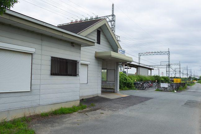 駅舎には出札窓口のほか、執務スペースや宿直室もあったのだろうか