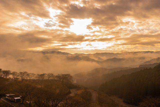 人吉梅園付近と九州山地の遠景