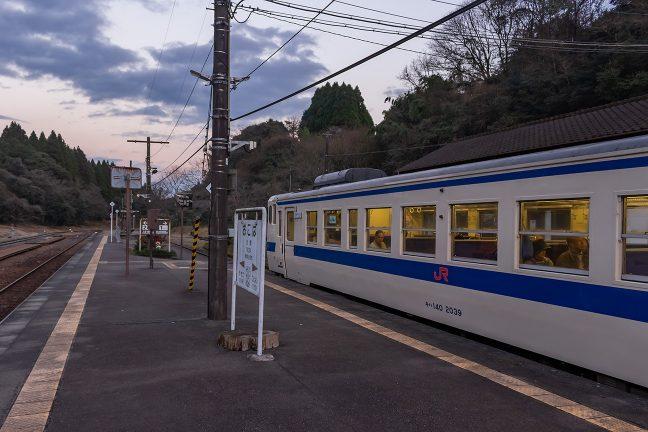 1月2日の鈍行車内には観光客らしき乗客の姿が散見された