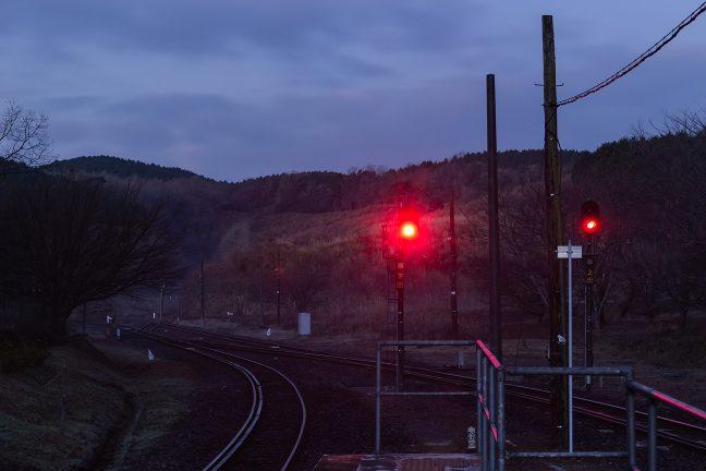 黎明の大気の中で、静かに明けてゆく大畑駅