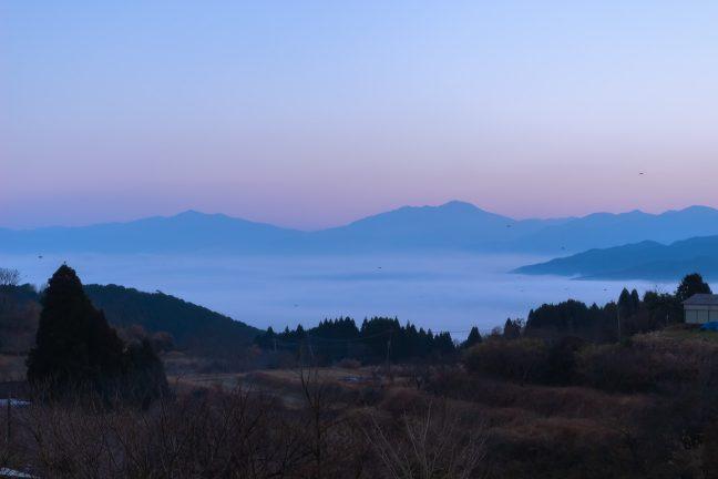 大畑の丘の上から望む人吉盆地には雲海が広がっていた
