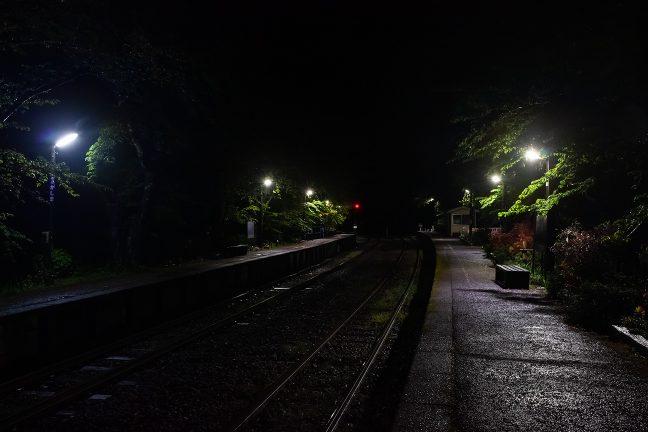 一人静かな旅情駅の夜が心地よい