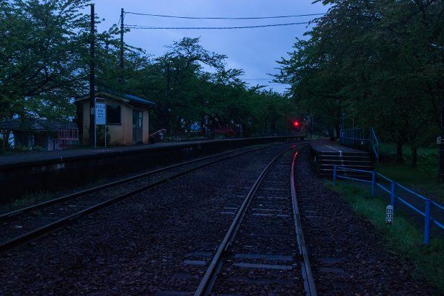 まだ明けやらぬ黎明の能登鹿島駅