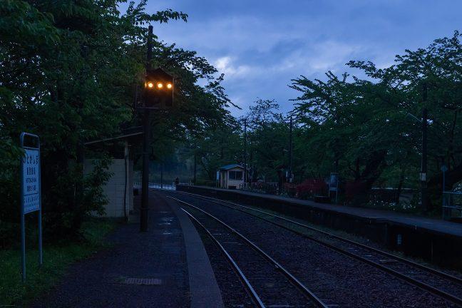 駅構内の中継信号が印象的