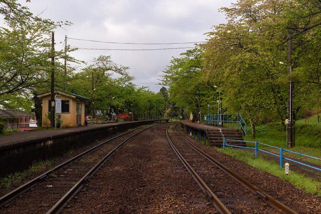 列車の発着時以外には訪れる人も居らず静かな佇まいの能登鹿島駅