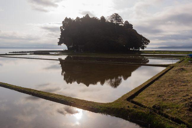 かつては七尾湾に浮かぶ島だったのだろう鹿島を眺めて出発した