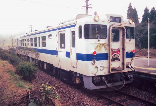 新年の装いをまとった観光列車「いさぶろう」