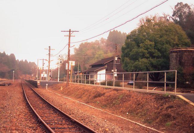 列車も去って静かな時間が訪れた旅情駅・大畑