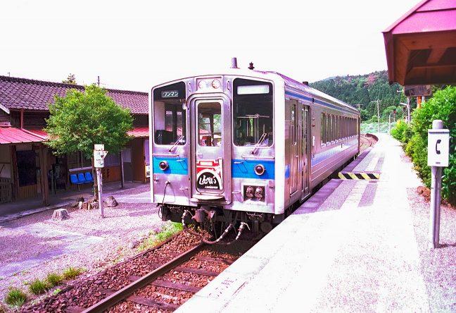 キハ31系で運転されていた「しんぺい」号で駅を後にする