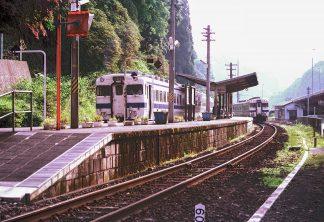 JR久大本線・天ヶ瀬駅(大分県:1999年8月)