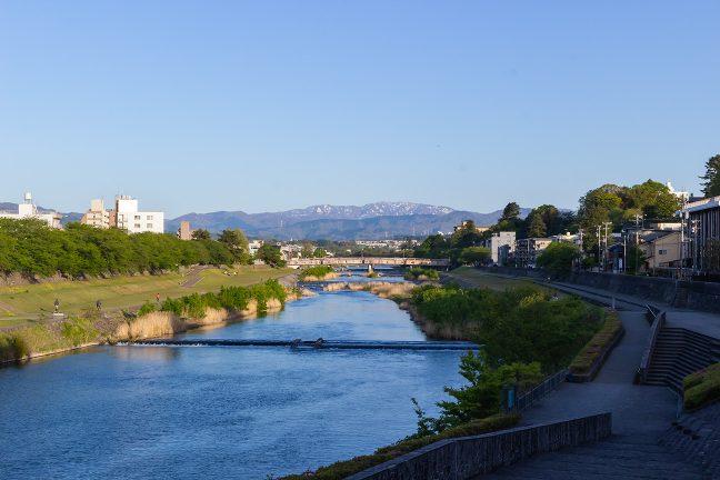 犀川河畔(石川県:2021年4月)